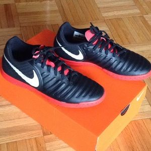 New Nike Tempo soccer shoes cleats for youth kids